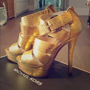 Platform thick leather Michael Kors gold heels 6